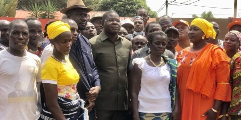 Le coordonnateur régional du Rhdp, Amedé Kouakou et les membres des sections de la sous-préfecture d'Ogoudou. (Dr)