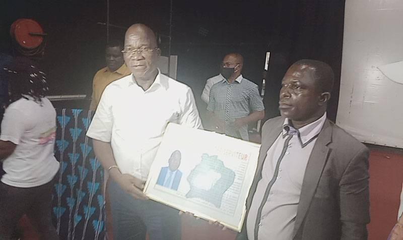Les jeunesses de Diabo et de Botro ont pris l'engagement de soutenir le directeur général du Trésor et de la Comptabilité publique, Jacques Assahoré Konan, pour ses actions de développement. (DR)