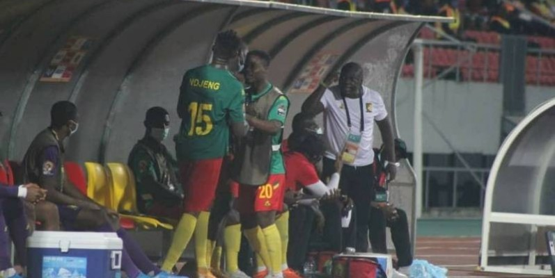 Altercation sur le banc de touche des Lions indomptables pendant la rencontre face au Maroc.