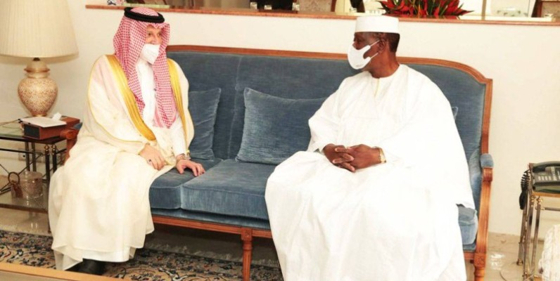 Le Président Alassane Ouattara, a échangé avec le ministre d'Etat aux affaires africaines de l'Arabie Saoudite. (DR)