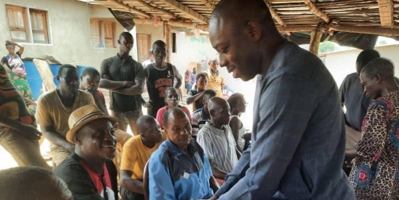Les populations et le candidat indépendant, Niamian N'Guessan Raoul Thibaut ont partagé d'intenses moments de joie. (Dr)