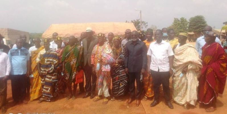 Des chefs traditionnels et des cadres ont expriment leur attachement au président du conseil régional pour ses actions de développement.(DR)