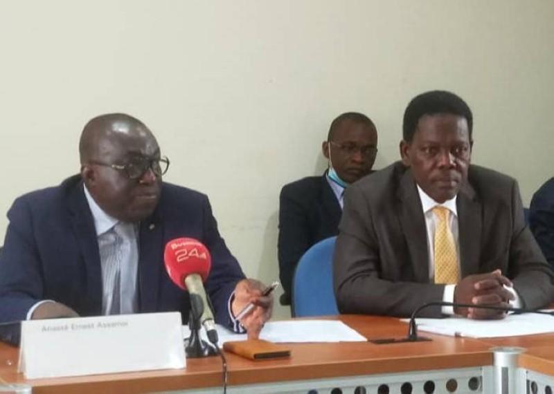 Le Mediateur de l'Assurance, Ernest Assamoi  Anassé (au micro).