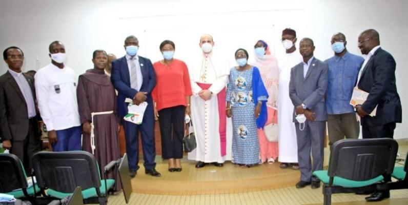 Les différents intervenants ont démontré leur engagement pour une Côte d'Ivoire solidaire comme le souhaite le Pape François, chef de l'Église catholique et le Docteur Cheick Ahmed Mohamed El-Tayeb pour le monde. (Dr)