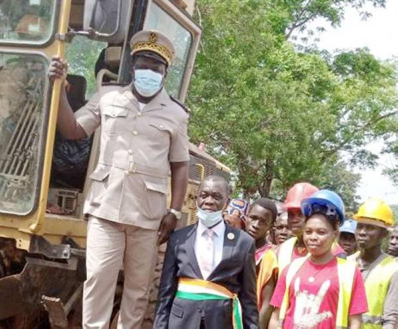 La cérémonie de lancement des travaux de reprofilage des rues s'est déroulée en présence des autorités locales. (DR)