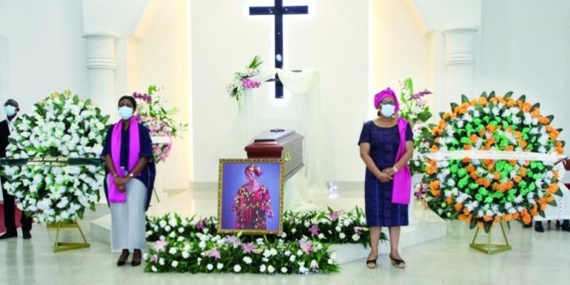 Le parti politique, les parents, amis et connaissances de Yacé Laurette Andrée épouse De Mel ont salué son amour pour son prochain. (photo : Joséphine Kouadio)