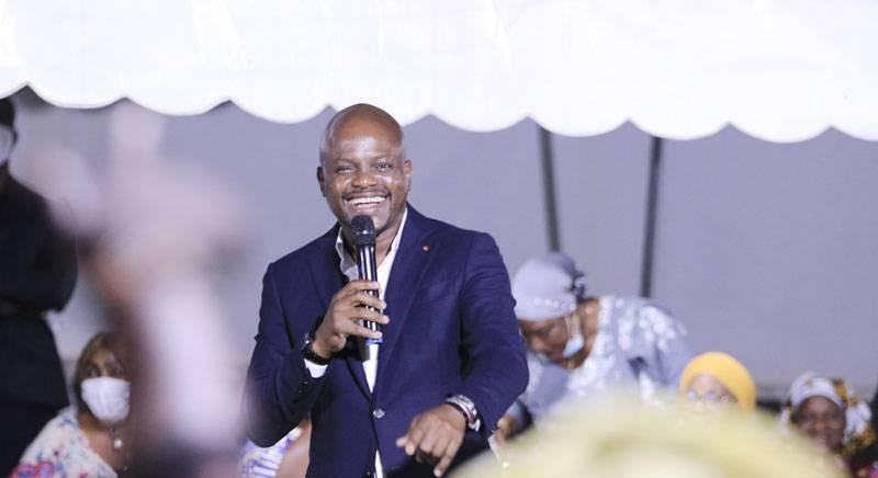 Fabrice Sawegnon, candidat suppléant, met ses partisans en ordre de bataille pour la victoire de Ouattara Dramane au Plateau pour les législatives. (Photo : DR)