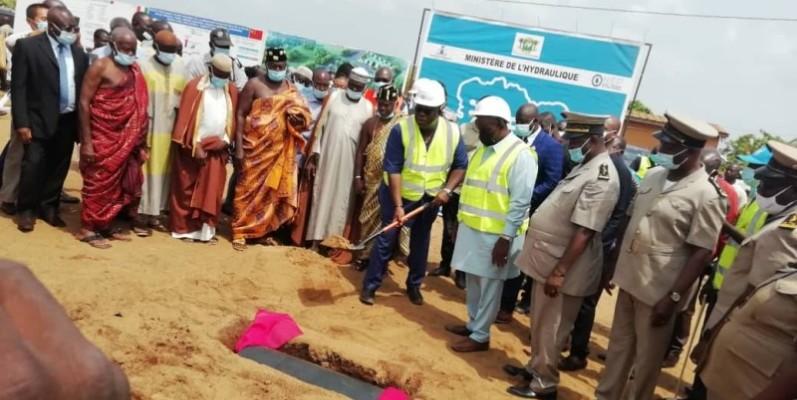Le coup de pelle symbolisant le démarrage des travaux a été donné en présence des autorités politiques, administratives et coutumières de la région.(DR)