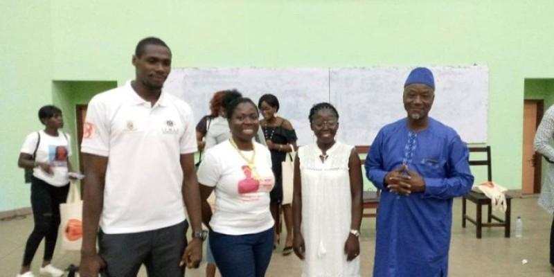 Les panélistes ont posé avec la consultante pays de l'Ong (au milieu, en tee-shirt blanc) pour la postérité. (E. Koudou)