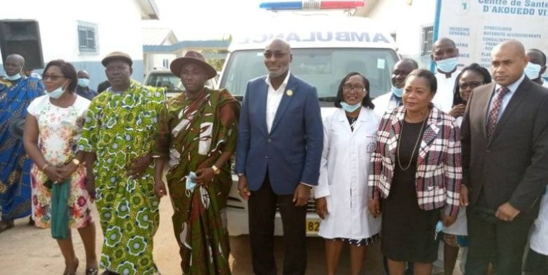 Jean-Marc Yacé (au centre) a souligné que la santé de ses administrés est au cœur de ses préoccupations. (DR)