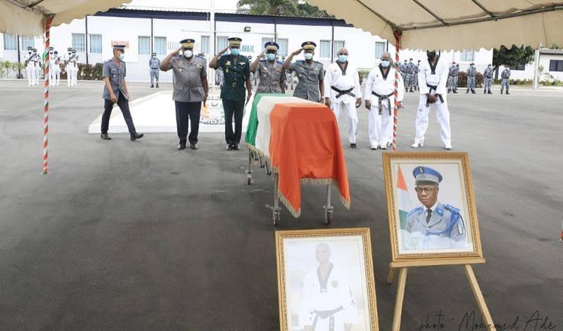 Ensemble, gendarmes et taekwondo-in ont rendu un hommage appuyé à l'illustre disparu. (DR)