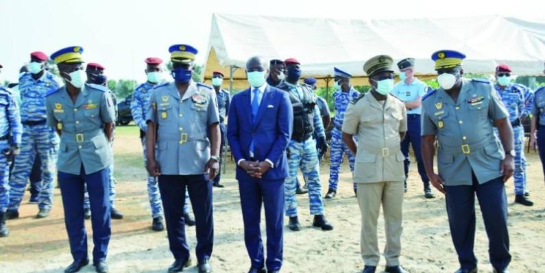 Le Procureur de la République, Richard Adou et le Commandant Supérieur de la Gendarmerie, le Général de Corps d'Armées, Alexandre Apalo Touré ont assisté à l'opération. (Julien Monsan)