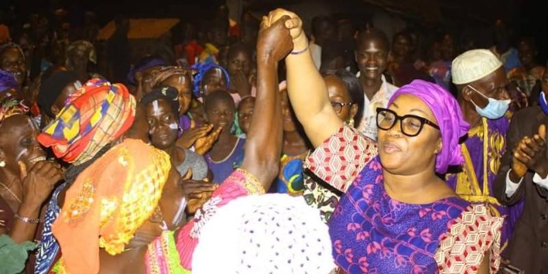 Guéi Singa Mireille Chantal (en lunettes) en phase avec ses parents de Biankouma. (DR)