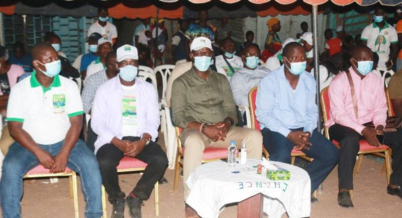 Alain-Richard Donwahi, coordonnateur régional Rhdp dans la Nawa (au centre), a apporté son soutien aux candidats Rhdp à Méagui, Senghor Yépi et Tiégbato Koné (respectivement à gauche et à droite). (Dr)