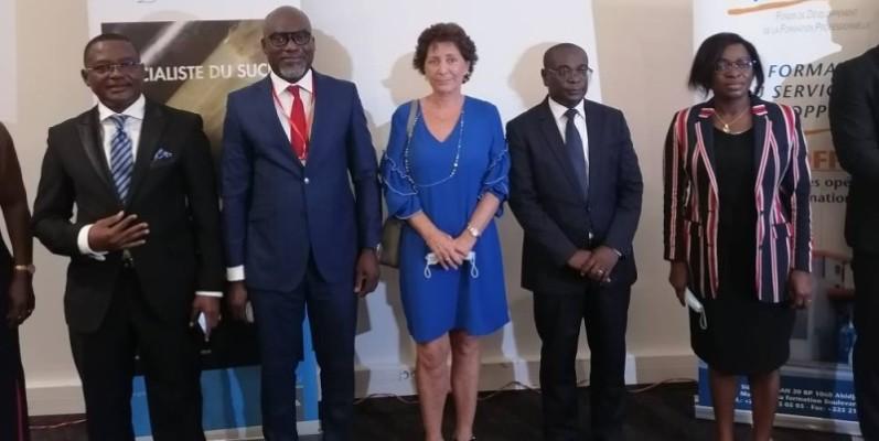 Michel Akpangni, Directeur général de Sucrivoire (2e à partir de la droite) s'est réjoui de ce projet qui va certainement assurer l'employabilité des jeunes. (DR)