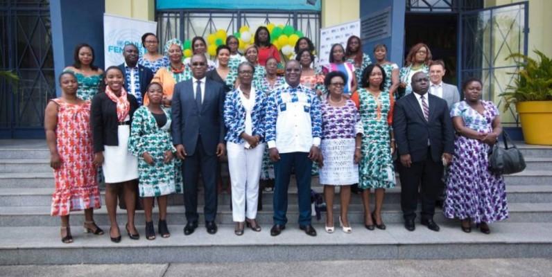 Photo de famille des participants à la cérémonie. (DR)