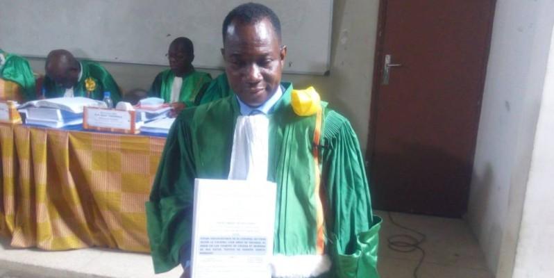 Tipenin Goré Patrice, très heureux, montre avec fierté le fruit de ses travaux. (Bavane)
