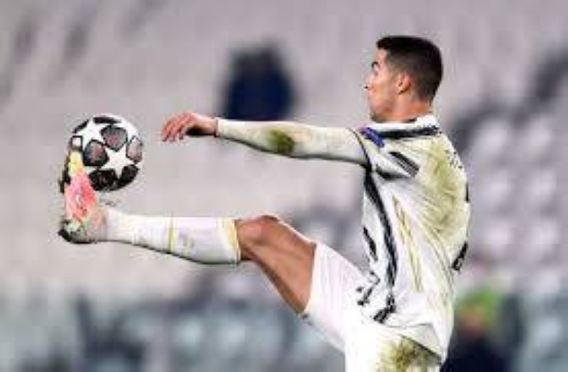 Cristiano Ronaldo devant Pélé en nombre de buts en matchs officiels. (DR)