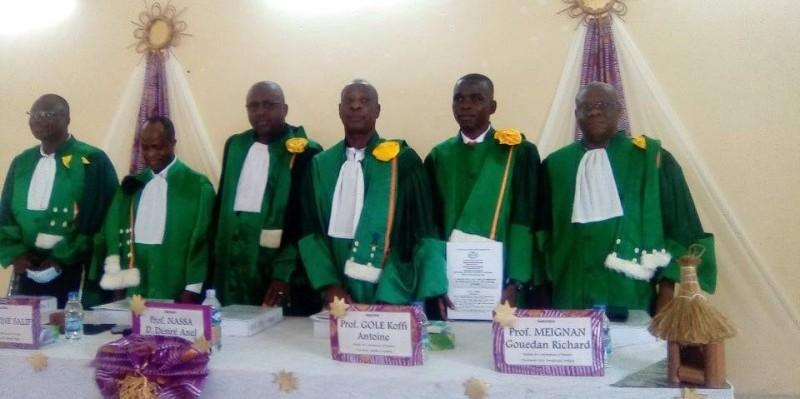 A 27 ans, Yéo Mamadou (2e à partir de la droite), vient de décrocher son doctorat avec la mention très honorable, grâce à une étude sur le projet Soja. (DR)