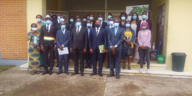 Les représentants des ministères et structures posent pour la postérité. (DR)