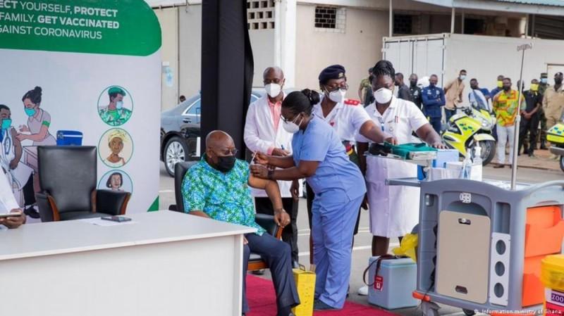 A l'image du Premier ministre par intérim, Patrick Achi, des milliers d'Ivoiriens se sont faits vacciner. (DR)