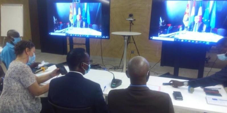 Le conférencier depuis la France a instruit ses partenaires sur les fondamentaux de la coopération. (DR)