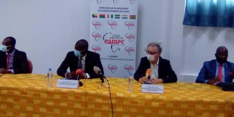 Pr Joseph Pierre Assi-Kaudjhis (2è à partir de la gauche), directeur général du Campc. (Photo : Franck YEO)
