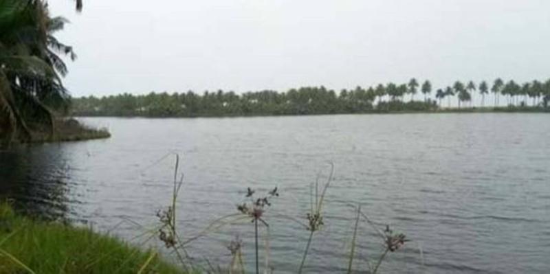 La pirogue transportant les femmes a chaviré dans la lagune. (DR)