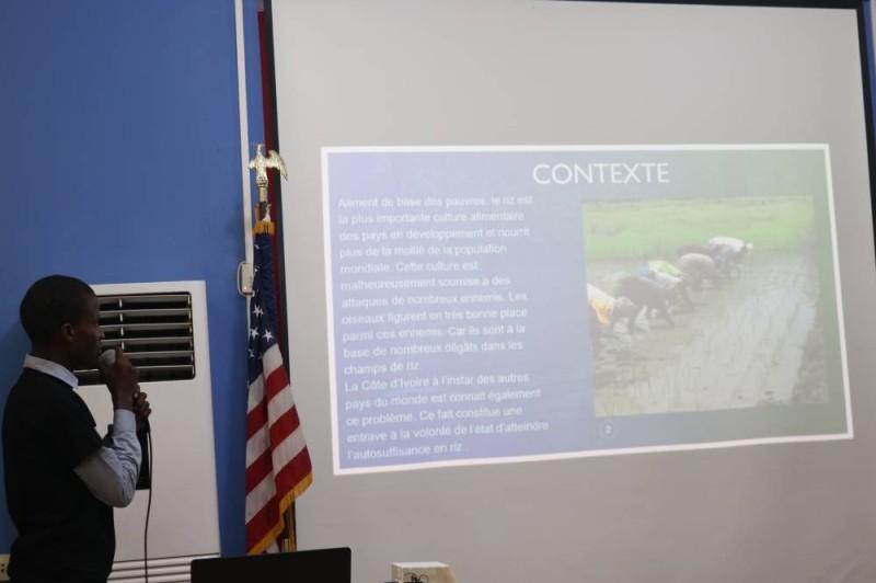 Une présentation d'un projet par un candidat. (Bavane)