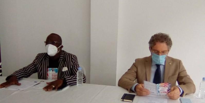 Souleymane Oulai (à gauche), initiateur de la caravane. (Photo : Franck YEO)