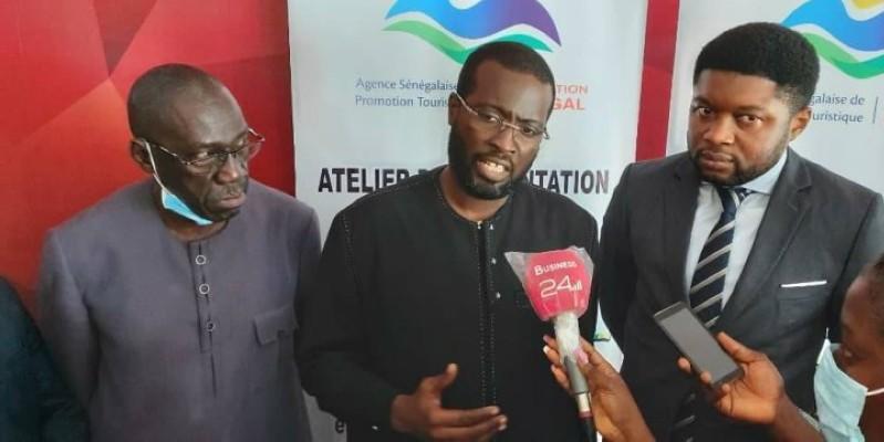 Papa Mahawa Diouf (au centre), le directeur général de l'Agence sénégalaise de promotion touristique (Aspt), a animé un point-presse. (Dr)