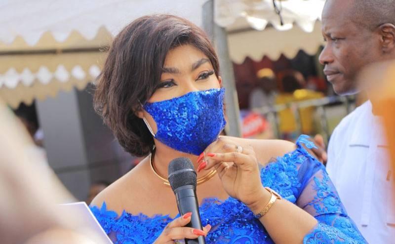 Danielle Lidégoué épouse Cissé, présidente de cette faîtière  ''1000 femmes pour Cissé Bacongo'', a communié avec des femmes de Koumassi. (Photo : DR)