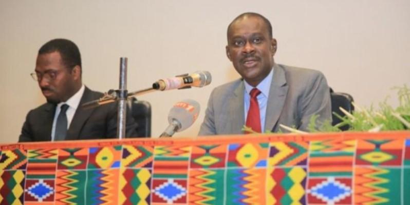 Adama Sall, directeur de cabinet du ministère du Budget et du Portefeuille de l'État (à droite). ( DR)