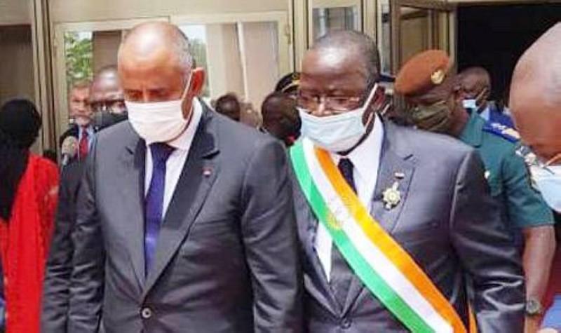 Le Premier ministre Patrick Achi (à gauche) en compagnie du président du Sénat, Jeannot Ahoussou-Kouadio. (DR)