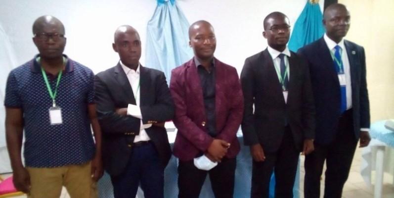 Le nouveau président de l'Aikash (au centre) a de nombreux défis à relever