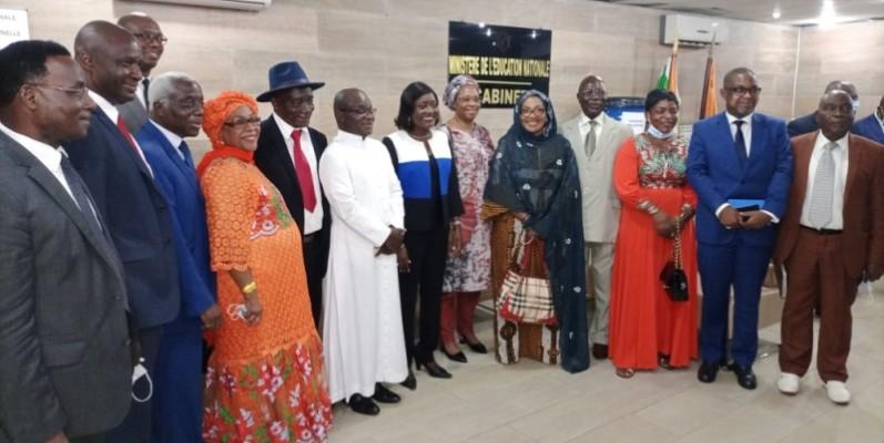 Mariatou Koné et les fondateurs ont pris l'engagement de marcher main dans la main pour le bonheur de l'école ivoirienne. (Photo : DR)