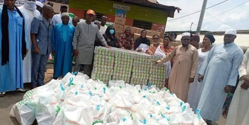 Les musulmans d'Attécoubé ont reçu 15 tonnes du riz, de lait et de sucre de la part du Chef de l'Etat, Alassane Ouattara. (Dr)