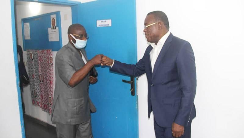L'ex-ministre Emmanuel Monnet reçu par Affi N'Guessan. (Photo : Sercom FPI)