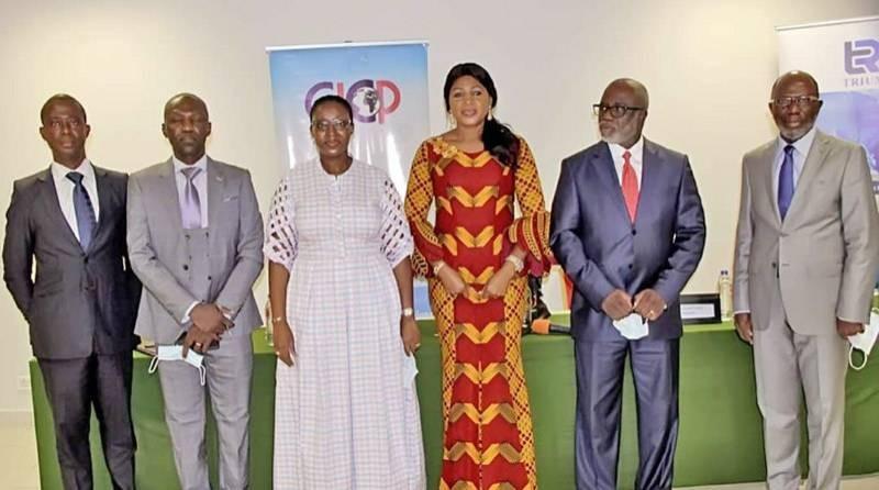Les organisateurs de l'événement, et les représentants du gouvernement et du secteur privé ivoirien à la conférence de presse. (DR)