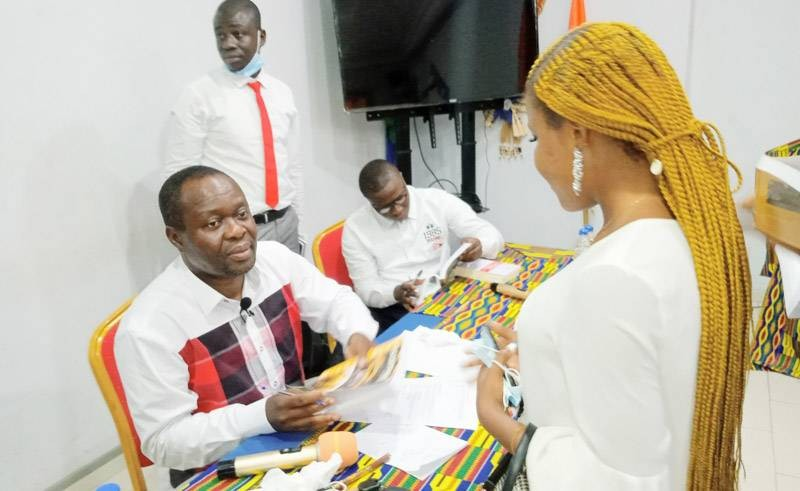 Le public s'est arraché les exemplaires de l'ouvrage disponibles lors de ce rendez-vous. (Photo : DR)