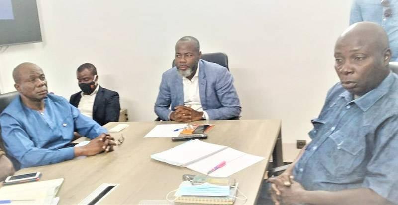Le président Mahama Coulibaly, entouré des membres de son équipe, annonce une fête populaire à Gagnoa. (DR)