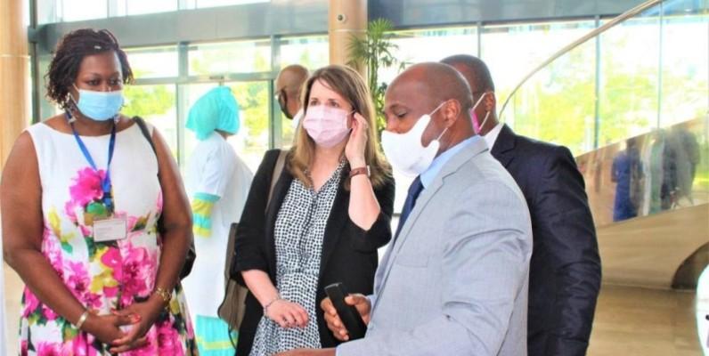 Les responsables de l'Hôpital Mère-Enfant de Bingerville ont salué ce projet et souhaité un accompagnement dans plusieurs autres domaines dont la formation. (Photo : Hme)