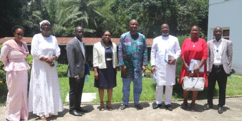 Photo de famille à l'issue de la signature de convention de partenariat. (DR)