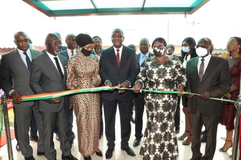 Le ministre du Commerce et de l'Industrie, Souleymane Diarrassouba (au centre), inaugurant officiellement le siège du Cn-Zlecaf (Dr)