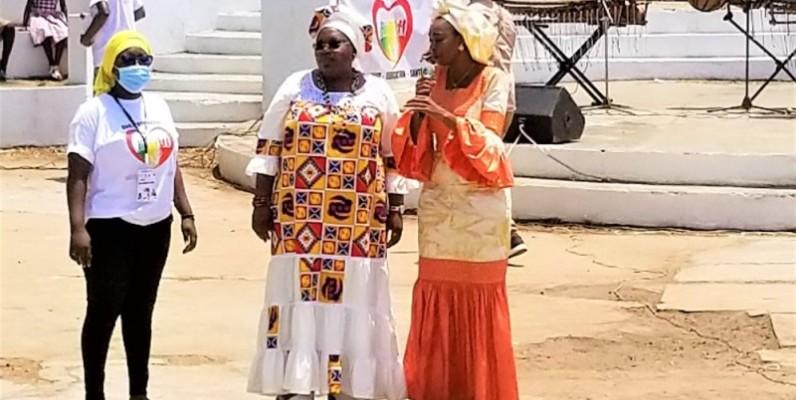 Rokiatou-Bâ, présidente de la Fondation Amadou Hampâté Bâ (à droite) et Geneviève Dagri, initiatrice de la journée du conte africain (DR)