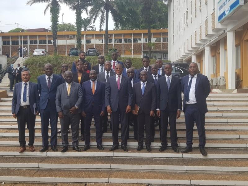 Des membres du cabinet du ministre Bruno Koné (au centre) et une équipe du Bnetd... (PHOTO : Dr)