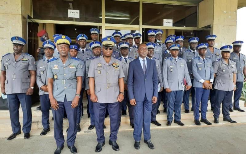 Le Ministre Amadou Koné lors de l'installation des gendarmes inspecteurs (Ph: Ministère des Transports)