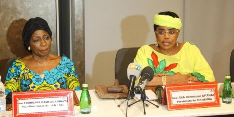 La présidente du Comité  interparlementaire de l'Uemoa, Aka Véronique (à droite), a procédé à l'ouverture de la 29e session extraordinaire. Elle avait à ses côtés la vice-présidente de l'Assemblée nationale de Côte d'Ivoire, Amy Toungara. (Photo : Véronique Dadié)
