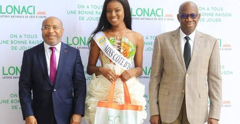 Le président du Comici, Victor Yapobi et la Miss Côte d'Ivoire 2020, Marilyne Kouadio, ont rendu une visite de courtoisie au directeur général, Dramane Coulibaly. (DR)