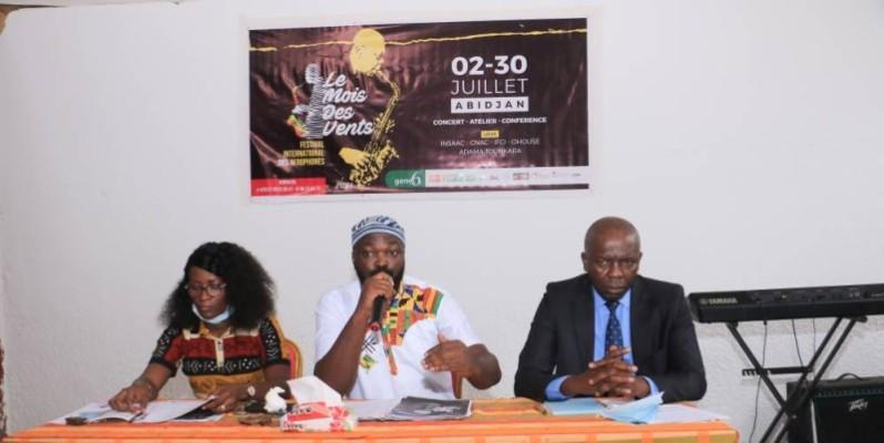 Obed Pouegnan (au centre), représentant l'initiateur du festival, a levé le voile sur les principales articulations de cet évènement. (DR)